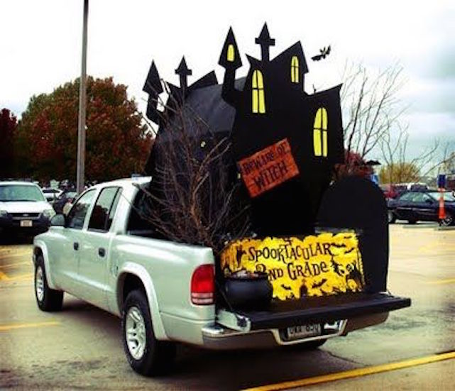 Transform the bed of your pickup truck into a haunted house for halloween