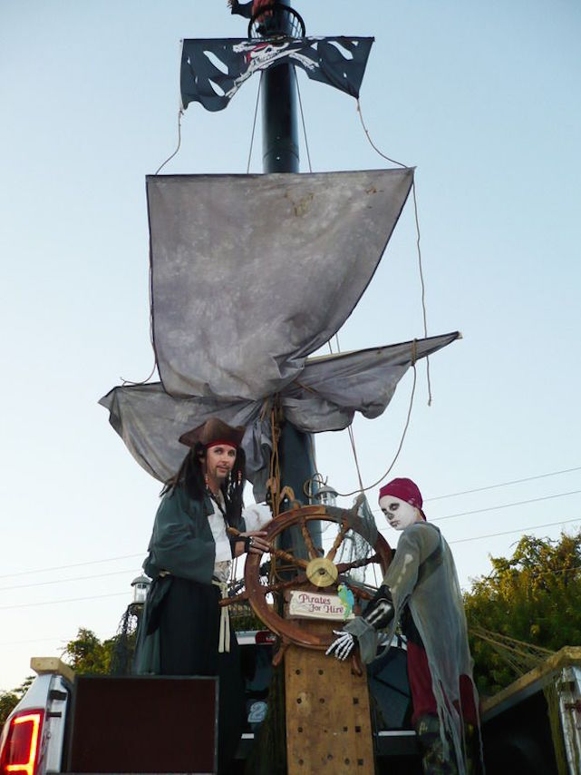 Turn your pickup truck into a pirate ship for Halloween