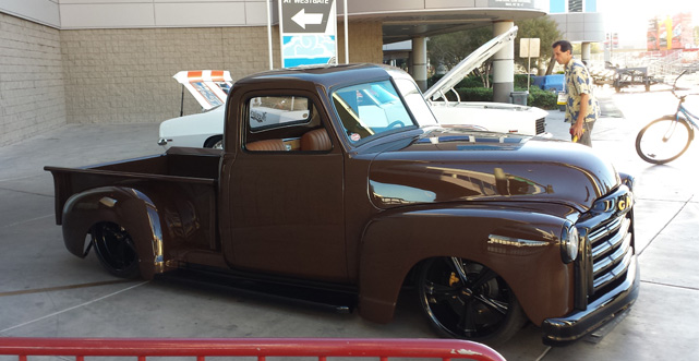 throwback retro GMC truck at SEMA